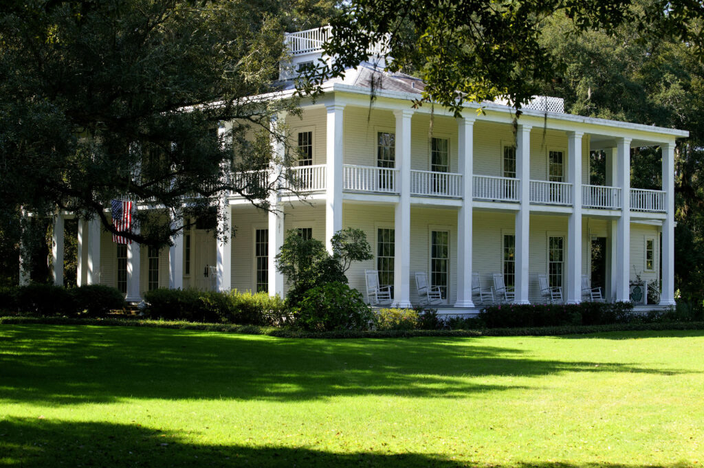 Image of the plantation home located on the grounds of Eden Gardens