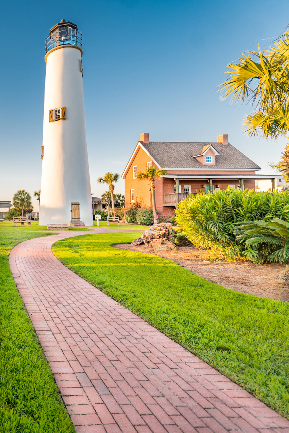Image of Franklin County lighthouse on St. George Island.